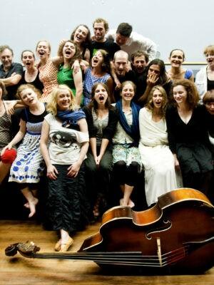 Studenci X APT z pedagogami, Festiwal Teatrów Błądzących, 19.06.2011, Fot. K. Bieliński
