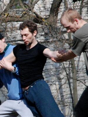 Zajęcia poranne IX APT, kwiecień 2010. Na zdjęciu m.in. A. Manuilov, J. Żórawski. Fot. J. Holcgreber