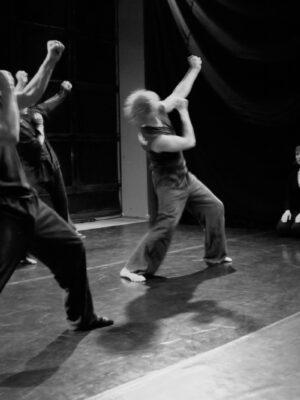 Pokaz prac X APT podczas Festiwalu Teatrów Błądzących, 24.10.2010. Na zdjęciu: D. Adamczyk, A. Manuilov, A. Mrożek, J. Belzyt, B. Ciemięga Fot. J. Holcgreber