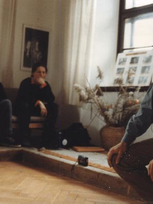 """Wykład Jacka Dobrowolskiego dla I APT. Na zdjęciu: K. Skarzyński, K. Cis, J. Holcgreber, J. Dobrowolski. Fot. archiwum OPT """"Gardzienice"""""""