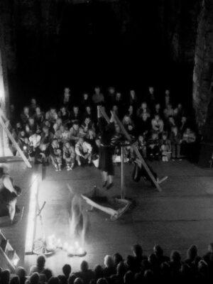 """Pokaz """"Żywotu Protopopa Awwakuma"""" w Visby na Gotlandii w 1992 roku. Fot. B. Uhlig"""